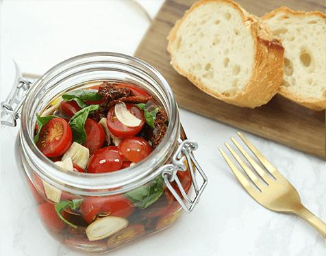 フレッシュトマトとドライトマトのオリーブオイル漬け